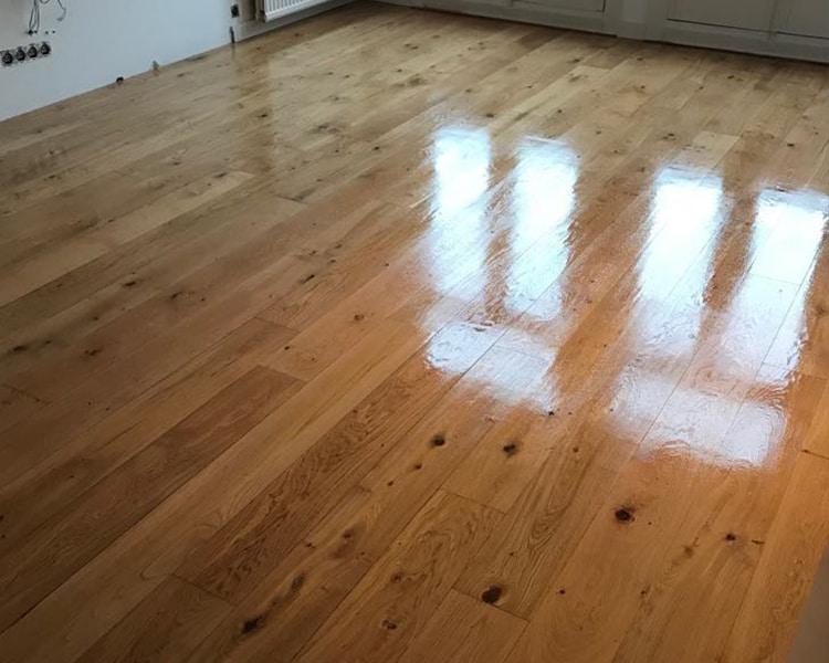 Schuren en waxen houten vloer schuren