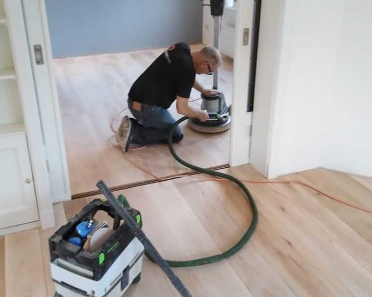 houten vloer schuren en polijsten